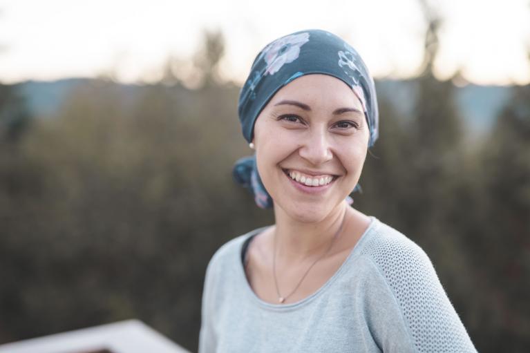Krebspatientin zuversichtlich durch passende Therapien
